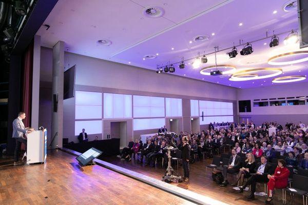 Etwa 400 Augenoptiker folgten am Wochenende der Einladung des Augenoptiker- und Optometristenverbandes NRW