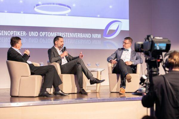 v.l.n.r. Christian Müller (ZVA-Vizepräsident), Alex Versteeg (Geschäftsführer Essilor GmbH), Thomas Heimbach (Vorsitzender des Augenoptiker- und Optometristenverbandes NRW)