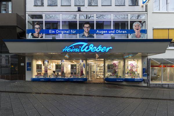 Die Außenansicht der Heini-Weber-Filiale in Kassel zeigt sich offen und lichtdurchflutet